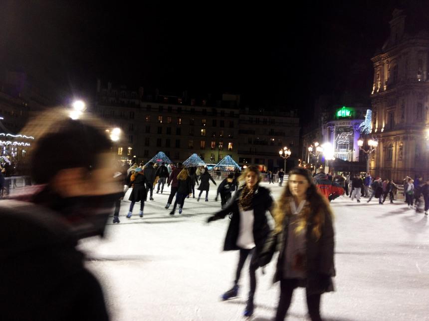 Skating in Paris - crowd shot!